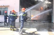 Cháy lớn tại công ty sản xuất gỗ, hầu hết tài sản bị thiêu rụi