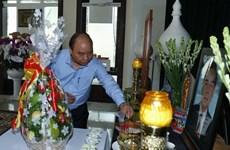 Thủ tướng dâng hương tưởng nhớ các nguyên lãnh đạo đã từ trần