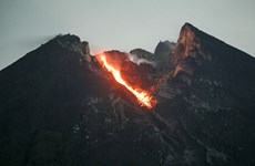 Núi lửa Merapi phun dung nham nóng, Indonesia cảnh báo cấp độ 2