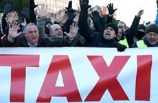 Tây Ban Nha: Biểu tình phản đối dịch vụ chia sẻ xe, 14 người bị thương