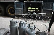 Đồng Nai: Sang chiết hàng trăm bình gas ngay trong bãi đỗ xe