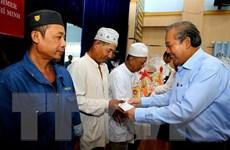 Phó Thủ tướng Chính phủ tặng quà Tết cho đồng bào Chăm, Khmer