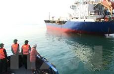 Tiếp nhận 9 thuyền viên của tàu chở gạo gặp nạn trên biển