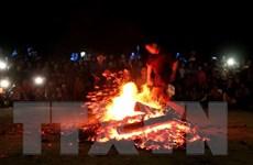 Ngắm những chàng trai Dao Đỏ ở Tuyên Quang nhảy múa trên đống lửa