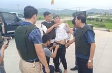 Bắt giữ nghi can buôn ma túy ôm lựu đạn cố thủ trong xe ôtô