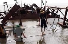Bắt giữ phương tiện khai thác cát trái phép trên biển Cần Giờ