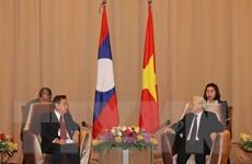 Tổ chức Mặt trận hai nước Việt-Lào tăng cường trao đổi kinh nghiệm