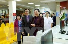 Phó Chủ tịch Quốc hội Tòng Thị Phóng thăm Bệnh viện Tim Hà Nội