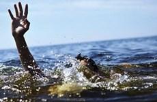 Cứu sống hai du khách bị đuối nước trên biển Nhật Lệ ở Quảng Bình