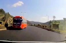 Xử phạt tài xế xe khách chạy ngược chiều trên đường cao tốc