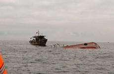 Đưa bảy thuyền viên trên tàu vận tải bị chìm về đảo Lý Sơn an toàn