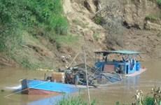 Tạm dừng khai thác cát sỏi lòng sông Chảy đoạn qua xã Đông Khê