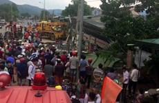 Xe tải mất lái đâm sập nhà dân, hai người mắc kẹt trong xe tử vong