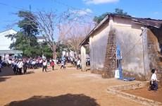 Cán bộ xã vào trường tát học sinh ngay trước mặt thầy cô giáo