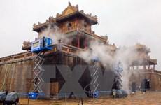 Sử dụng công nghệ hơi nước nóng làm sạch di tích cổng Ngọ Môn