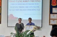 Khen thưởng đột xuất cho sinh viên cứu người bị tai nạn giao thông