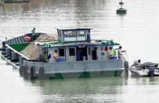 Va chạm với sà lan, ghe chở 115 tấn gạo chìm xuống sông Hậu