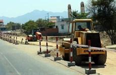 Khẩn trương giải phóng mặt bằng tuyến đường bộ cao tốc Cam Lộ-La Sơn