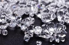 Một nghi phạm nuốt lượng lớn kim cương nhằm trốn tội buôn lậu