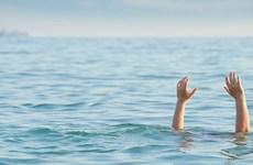 Rủ nhau ra xa bờ chụp ảnh, 2 học sinh đuối nước thương tâm