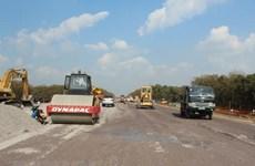 Gấp rút bàn giao mặt bằng cho dự án đường cao tốc Cam Lộ-La Sơn