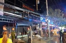 Cháy lớn thiêu rụi cửa hàng decal, trang trí xe máy tại Bình Dương