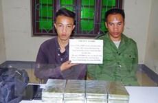 Bắt quả tang 2 đối tượng vận chuyển 8 bánh heroin từ Lào về Điện Biên