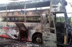 Xe giường nằm chở 45 hành khách bất ngờ bốc cháy trên Quốc lộ 1A