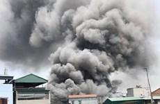 Cháy lớn thiêu rụi 7 xưởng chế biến, sản xuất gỗ ở Thạch Thất