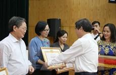 Phó Tổng Giám đốc TTXVN nhận Bằng khen của Đảng bộ khối các cơ quan TW