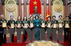 Phó Chủ tịch nước tiếp Đoàn đại biểu nữ bộ đội Trường Sơn
