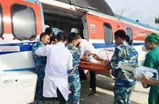 Đưa về đất liền cấp cứu hai ngư dân gặp nạn ở quần đảo Trường Sa