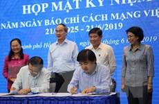 TP.HCM hợp tác truyền thông với TTXVN và 14 cơ quan báo chí
