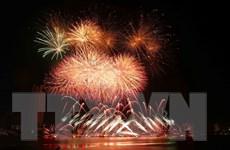 Đội Anh và Trung Quốc khoe sắc màu pháo hoa trên trời đêm sông Hàn