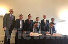 Cục Ngoại vụ và Asia House ký bản ghi nhớ thúc đẩy hợp tác Anh-Việt