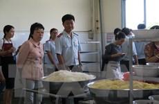 Phát hiện mỳ sợi vàng nghi nhiễm hàn the trong bữa ăn công nhân