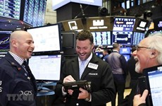 Chứng khoán Mỹ lập các mức cao kỷ lục mới nhờ tín hiệu từ Fed