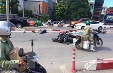 Xe khách đâm hàng loạt xe máy ở cầu Bãi Cháy, 5 người bị thương
