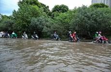 Khu vực nội thành Hà Nội cơ bản hết ngập, xe cộ dễ dàng lưu thông