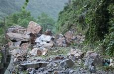 Bắc Kạn: Tiếp tục sạt lở đất đá tại Quốc lộ 3 khiến giao thông tê liệt