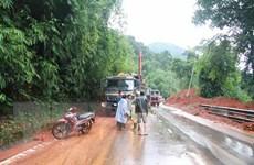 Lâm Đồng: Đèo Bảo Lộc thông xe sau nhiều giờ ách tắc vì sạt lở