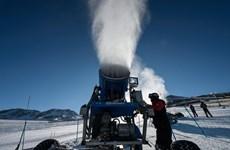 Dãy Andes 'khan' tuyết, các khu nghỉ dưỡng phải phun tuyết nhân tạo
