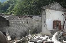 Cây cổ thụ bị mục gốc, đổ sập xuống khu nhà trọ ở Cao Bằng
