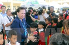Chủ tịch Quốc hội Nguyễn Thị Kim Ngân làm việc tại huyện Hoành Bồ