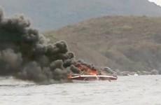 Cháy canô du lịch trên vịnh Nha Trang khiến 2 người bị bỏng