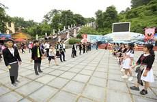 Người Mông ở tỉnh Điện Biên nô nức xuống phố vui Tết Độc lập