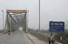 Cấm các phương tiện có trọng tải trên 18 tấn qua cầu Phong Châu