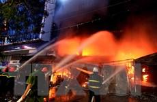 [Photo] Lửa cháy ngùn ngụt tại trung tâm điện máy ở Hải Phòng