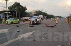 Bình Phước: Hai xe ôtô đấu đầu làm 3 người bị thương nặng