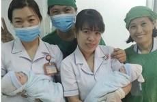 Sản phụ và hai bé song sinh được cứu kịp thời trong 6 phút